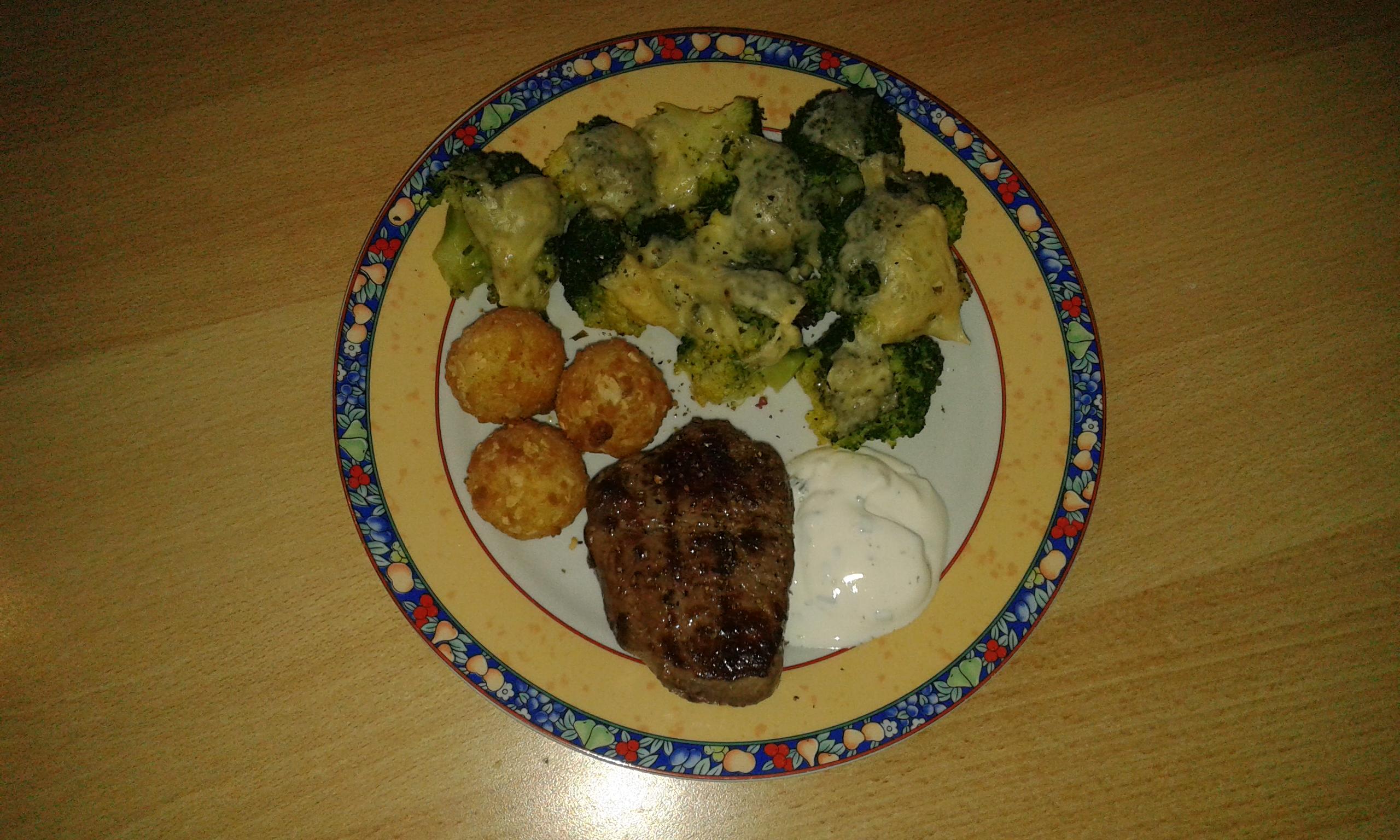 Steak mit überbackenem Brokkoli