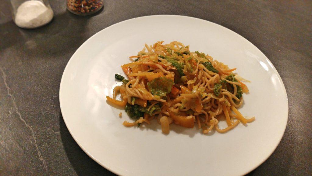 Asiatische Mie Nudeln mit Gemüse