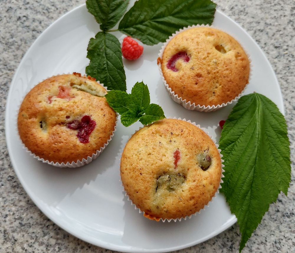 rezept f r eierlik r physalis minikiwi himbeer erdbeer muffins. Black Bedroom Furniture Sets. Home Design Ideas