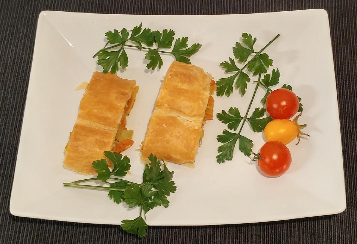 Schneller Gemüsestrudel aus Blätterteig mit Tiefkühlgemüse